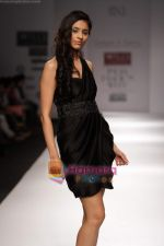 Model walk the ramp for Swapan and Seema at Wills India Fashion Week day 5 on 29th March 2010 (6).JPG