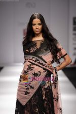 Model walk the ramp for Swapan and Seema at Wills India Fashion Week day 5 on 29th March 2010.JPG