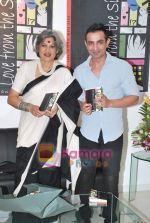 Dolly Thakore, Mayank Anand at the launch of Mayank Anand_s book Love from the Sidelines in  ICIA Art Gallery on 27th April 2010.JPG