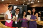Pooja Chopra and Ekta Chaudhary at World Gold Council  launch of Collection G in Atria Mall on 29th April 2010 (31).JPG