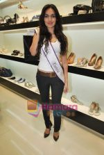 Miss Universe contestants - I am She visit Miss Sixty store in Palladium on 4th May 2010 (51).JPG