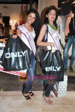 Miss Universe contestants - I am She visit Miss Sixty store in Palladium on 4th May 2010 (72).JPG