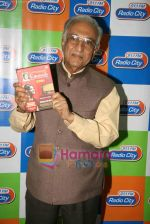 Ameen Sayani launches Geetmala Ki Chhaon Mein - Vol. 11-15 on Radio City 91.1FM in Bandra on 10th May 2010 (2).JPG