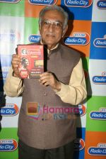 Ameen Sayani launches Geetmala Ki Chhaon Mein - Vol. 11-15 on Radio City 91.1FM in Bandra on 10th May 2010 (4).JPG