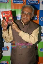Ameen Sayani launches Geetmala Ki Chhaon Mein - Vol. 11-15 on Radio City 91.1FM in Bandra on 10th May 2010 (6).JPG