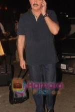 Rakesh Roshan leaves for NY with family last night at 1 am on 12th May 2010 (3).JPG