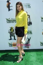 at Shrek Forever After premiere in LA on 16th May 2010 (52).JPG