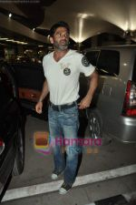 Sunil Shetty arrives in Mumbai Airport on 19th May 2010 (2).JPG