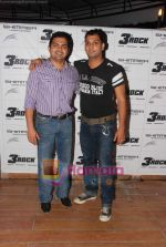 at Naveen Prabhakar_s birthday bash in Shimmer Lounge and Kitchen on 19th May 2010 (2).JPG