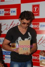 Hrithik Roshan at BIG FM Studios to greet the winners of Love Unlimited contest on 21st May 2010 (8).JPG