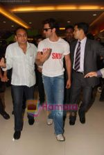 Hrithik Roshan at Kites promotional event in R City Mall and IMAX on 22nd May 2010 (11).JPG