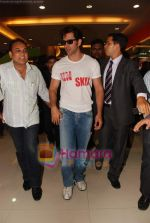 Hrithik Roshan at Kites promotional event in R City Mall and IMAX on 22nd May 2010 (12).JPG