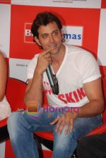 Hrithik Roshan at Kites promotional event in R City Mall and IMAX on 22nd May 2010 (13).JPG