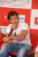 Hrithik Roshan at Kites promotional event in R City Mall and IMAX on 22nd May 2010 (16).JPG