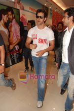 Hrithik Roshan at Kites promotional event in R City Mall and IMAX on 22nd May 2010 (3).JPG