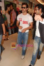 Hrithik Roshan at Kites promotional event in R City Mall and IMAX on 22nd May 2010 (4).JPG