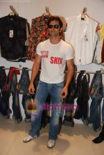 Hrithik Roshan at Kites promotional event in R City Mall and IMAX on 22nd May 2010 (7).JPG