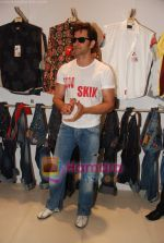 Hrithik Roshan at Kites promotional event in R City Mall and IMAX on 22nd May 2010 (8).JPG