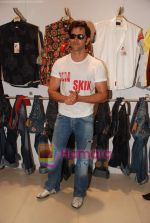 Hrithik Roshan at Kites promotional event in R City Mall and IMAX on 22nd May 2010 (9).JPG