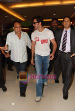 Hrithik Roshan, Barbara Mori at Kites promotional event in R City Mall and IMAX on 22nd May 2010 (28).JPG