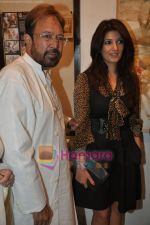 Twinkle Khanna and Rajesh khanna inaugurate Prithvi Soni exhibition in Jehangir Art Galery, Mumbai on 27th May 2010 (12).JPG