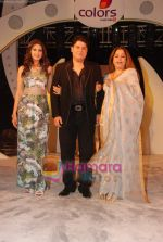 Sonali Bendre, Kiron Kher, Sajid Khan at India_s Most Wanted press meet in Lalit Hotel on 1st June 2010 (13).JPG