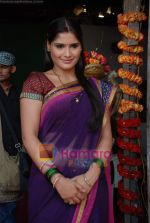 Aarti Singh at the launch of Thoda Hai Bas Thode Ki Zaroorat Hai show on Colors in Kamalistan on 2nd June 2010 (60).JPG