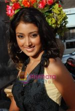 Priyamvada Kant at the launch of Thoda Hai Bas Thode Ki Zaroorat Hai show on Colors in Kamalistan on 2nd June 2010 (10).JPG
