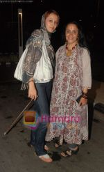 Ila and Ishita Arun return after IIFA Awards in Srilanka at Mumbai Airport on 7th June 2010 (2).JPG
