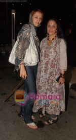 Ila and Ishita Arun return after IIFA Awards in Srilanka at Mumbai Airport on 7th June 2010 (54).JPG