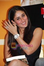 Kareena Kapoor at the 3 Idiots script book launch in Phoenix Mill on 7th June 2010  (44).JPG
