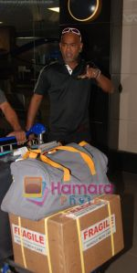 Vinod Kambli return after IIFA Awards in Srilanka at Mumbai Airport on 7th June 2010 (2).JPG