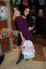 Jacqueline Fernandez at the launch of MTV Wildcraft - range of bags and adventure gear in Bandra on 21st July 2010 (14).JPG