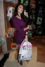 Jacqueline Fernandez at the launch of MTV Wildcraft - range of bags and adventure gear in Bandra on 21st July 2010 (15).JPG