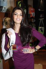 Jacqueline Fernandez at the launch of MTV Wildcraft - range of bags and adventure gear in Bandra on 21st July 2010 (19).JPG