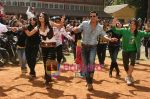 Akshay Kumar, Trisha in the still from movie Khatta Meetha (7).JPG