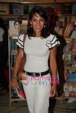 Koel Purie at the launch of Amrita Trpathi_s book Broken News in Crossword, Juhu on 23rd July 2010 (29).JPG