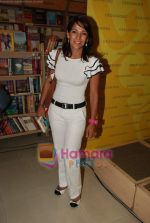 Koel Purie at the launch of Amrita Trpathi_s book Broken News in Crossword, Juhu on 23rd July 2010 (34).JPG