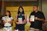 Koel Purie at the launch of Amrita Trpathi_s book Broken News in Crossword, Juhu on 23rd July 2010 (7).JPG
