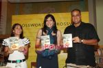 Koel Purie at the launch of Amrita Trpathi_s book Broken News in Crossword, Juhu on 23rd July 2010 (9).JPG