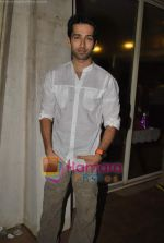 Nakuul Mehta at Raghav Sanchar_s birthday bash in Janki Kutir on 7th Aug 2010 (2).JPG
