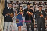 Kareena Kapoor, Karan Johar, Rohit Roy at the launch of Starweek 1st anniversary Issue in Cest La Vie on 13th Aug 2010 (6).JPG