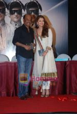 Aishwarya Rai Bachchan, Rajnikanth at Robot music launch in J W Marriott on 14th Aug 2010 (9).JPG