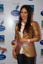 Kareena Kapoor on the sets of Indian Idol in Filmistan on 14th Aug 2010 (19).JPG