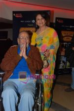 Shammi Kapoor, Sharmilla Tagore at One Evening in PARIS screening for Radio Mirchi_s Purani Jeans in PVR on 21st Aug 2010 (21).JPG