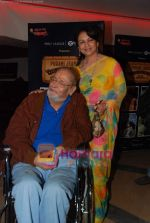 Shammi Kapoor, Sharmilla Tagore at One Evening in PARIS screening for Radio Mirchi_s Purani Jeans in PVR on 21st Aug 2010 (27).JPG