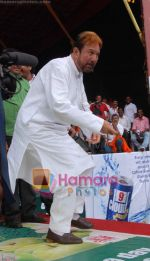 Rajesh Khanna at Ram Kadam_s dahi handi in Thane, Mumbai on 2nd Sept 2010 (5).JPG