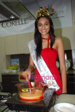 Miss India Neha Hinge at World Kitchen in Malad on 6th Sept 2010 (10).JPG