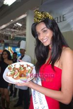 Miss India Neha Hinge at World Kitchen in Malad on 6th Sept 2010 (17).JPG
