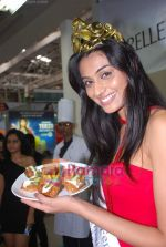 Miss India Neha Hinge at World Kitchen in Malad on 6th Sept 2010 (18).JPG